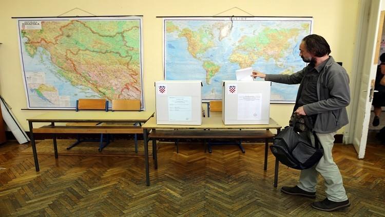 الكرواتيون يصوتون على أمل إخراج بلادهم من مأزق سياسي