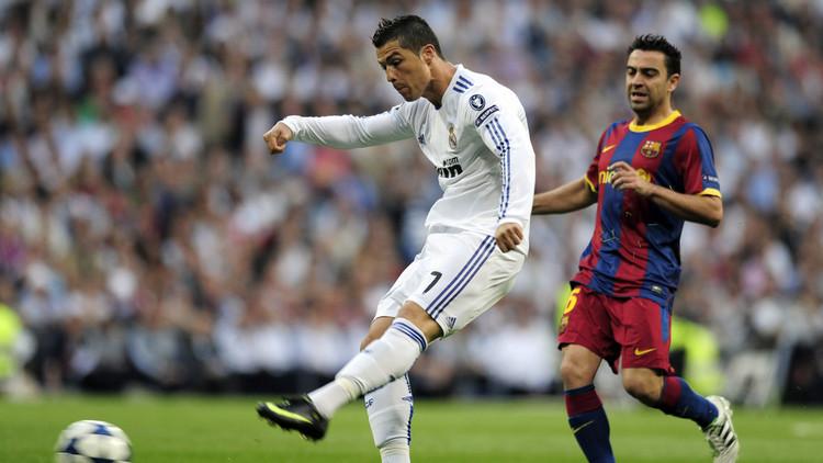 رونالدو ساخرا من تشافي .. أعتقد أنه يلعب في قطر!