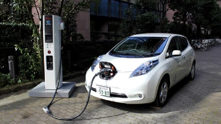 محللون يحصون السيارات الكهربائية في روسيا