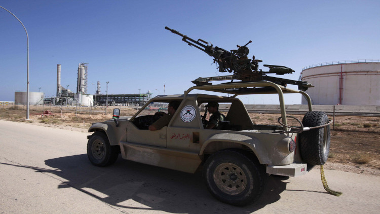 واشنطن وحلفاؤها يدعون قوات ليبية موالية لحفتر للانسحاب من الموانئ النفطية