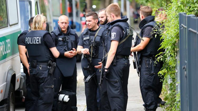 برلين: إيقاف ثلاثة