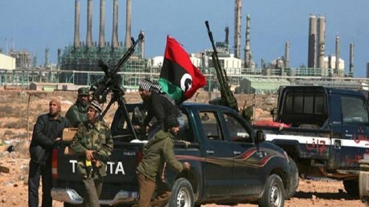 النفط يلهي ليبيا عن محاربة الإرهابيين