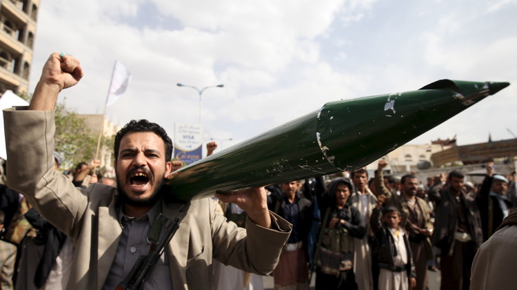 السعودية: الحوثيون يقصفون مدننا بصواريخ إيرانية
