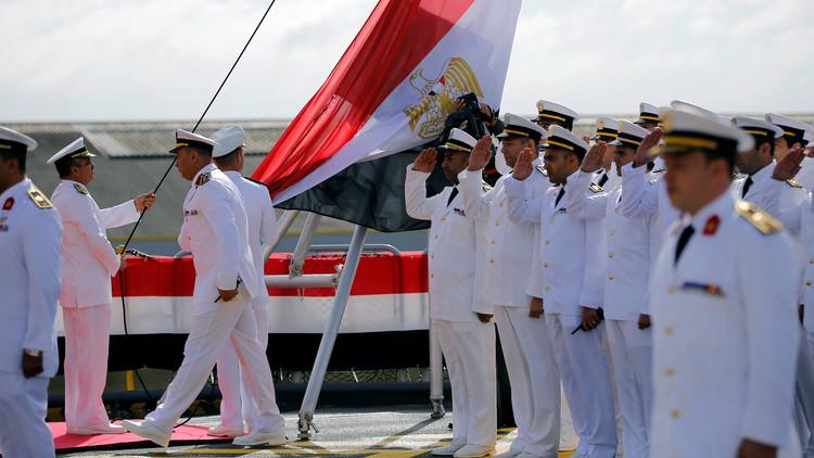 رفع العلم المصري على