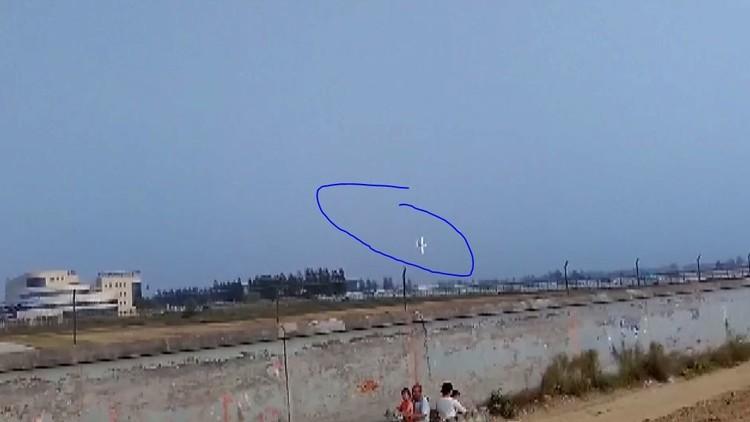 لحظة تحطم طائرة أثناء عرض جوي في الصين