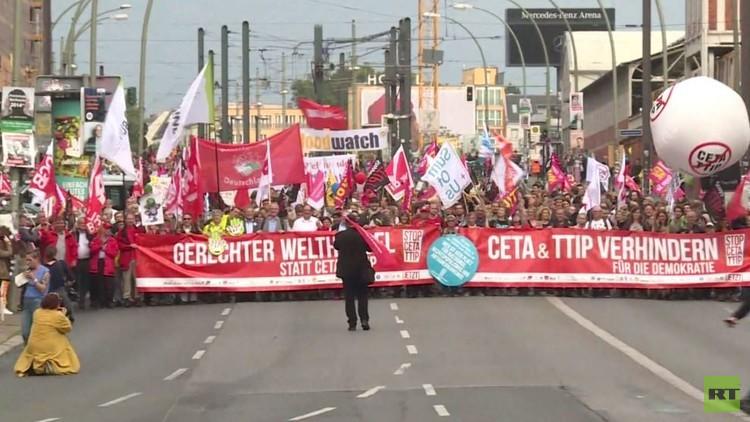 احتجاجات في ألمانيا على اتفاقية منطقة التجارة الحرة عبر الأطلسي