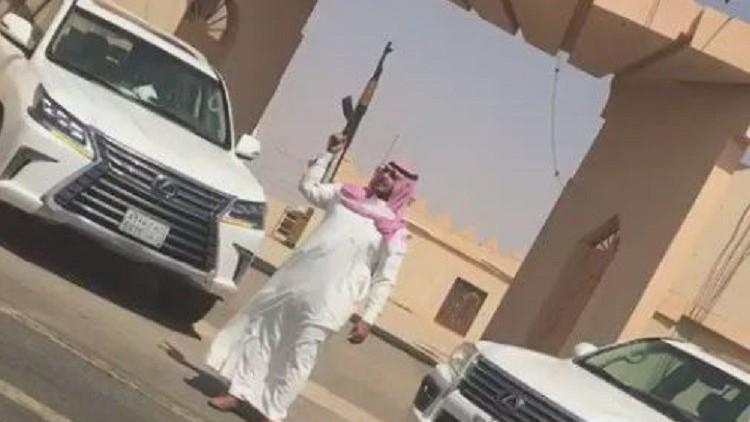 اعتقال سعودي ظهر في فيديو يطلق النار أمام مبنى حكومي