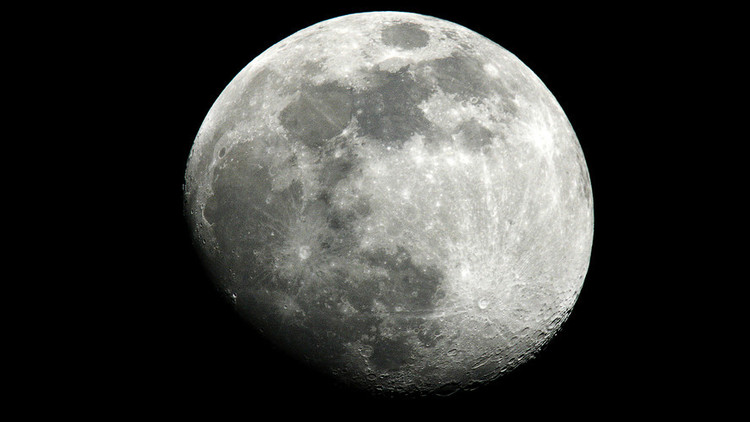 وكالة الفضاء الروسية تبدأ تجارب محاكاة هبوط البشر على سطح القمر