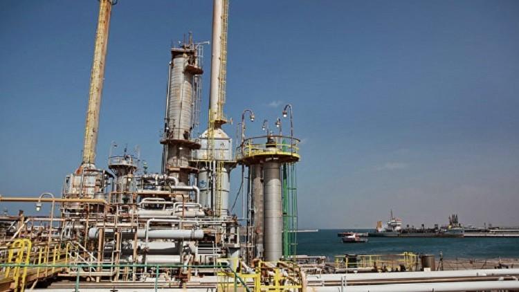 أول شحنة نفط تغادر ميناء رأس لانوف الليبي منذ 2014