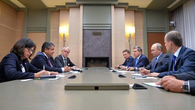 بوتين: نأمل في أن نتمكن مع برلين من حل القضايا العالقة
