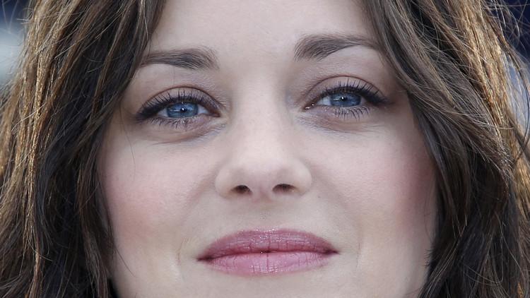 ما علاقة الحسناء الفرنسية ماريون كوتيار بانفصال أنجلينا جولي وبراد بيت؟