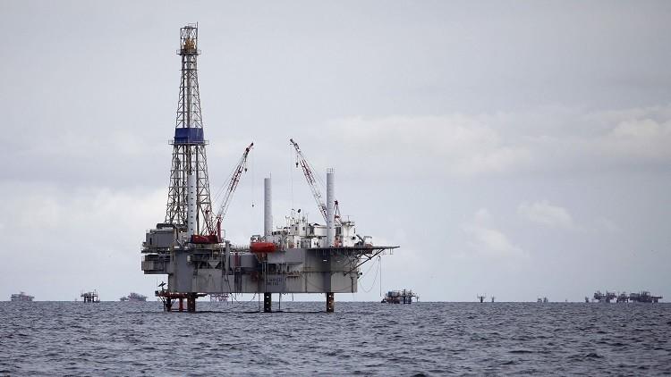 أسعار النفط تنخفض وسط موجة بيع واسعة