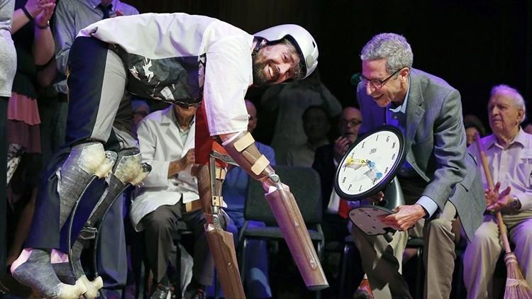 جائزة نوبل للحماقة 2016: سراويل للفئران وتجربة عيش ثعالب الماء