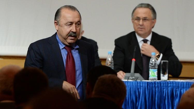 وزير الرياضة الروسي يحتفظ بمنصب رئيس اتحاد الكرة