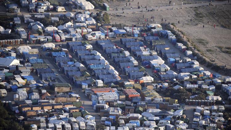 هولاند يدعو إلى تفكيك مخيم اللاجئين في كاليه