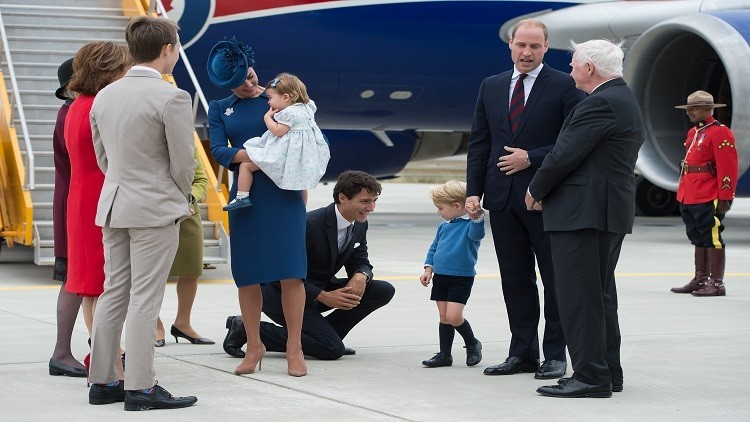 الأمير الصغير جورج يحرج ترودو رافضا مصافحته