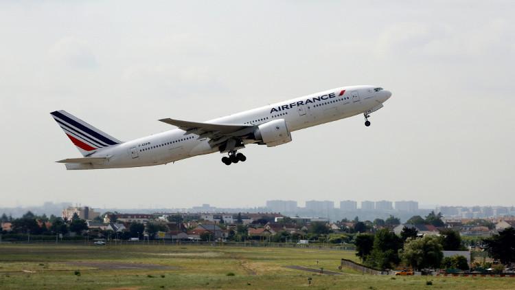 طائرة ركاب تسكب عشرات الأطنان من الوقود على ضواحي باريس
