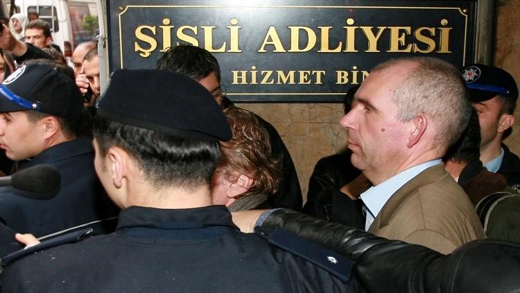 تركيا تطرد نائبا أوروبيا لدى وصوله إلى المطار