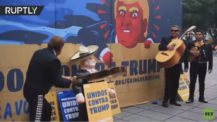 مغنون مكسيكيون يحتجون على تصريحات ترامب