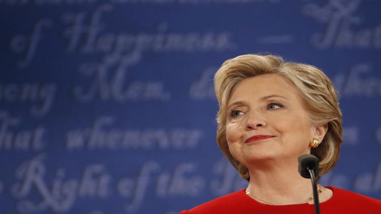 خطأ في كتابة اسم كلينتون على 350 دعوة لأول مناظرة