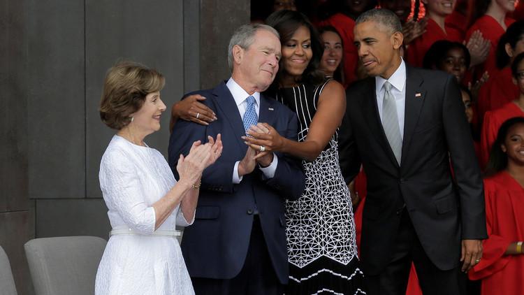 قراءة في عناق ميشال أوباما لجورج بوش