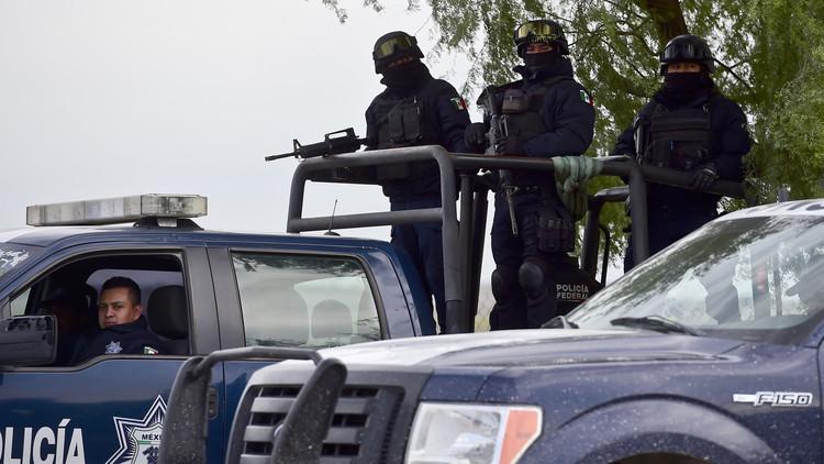 انتشال 12 جثة عليها آثار تعذيب من بحيرة في المكسيك
