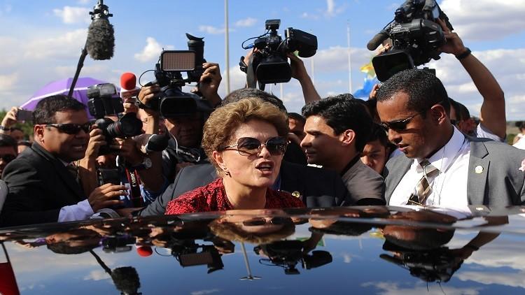 روسيف تسلم بقرار إقالتها وتغادر قصر الرئاسة