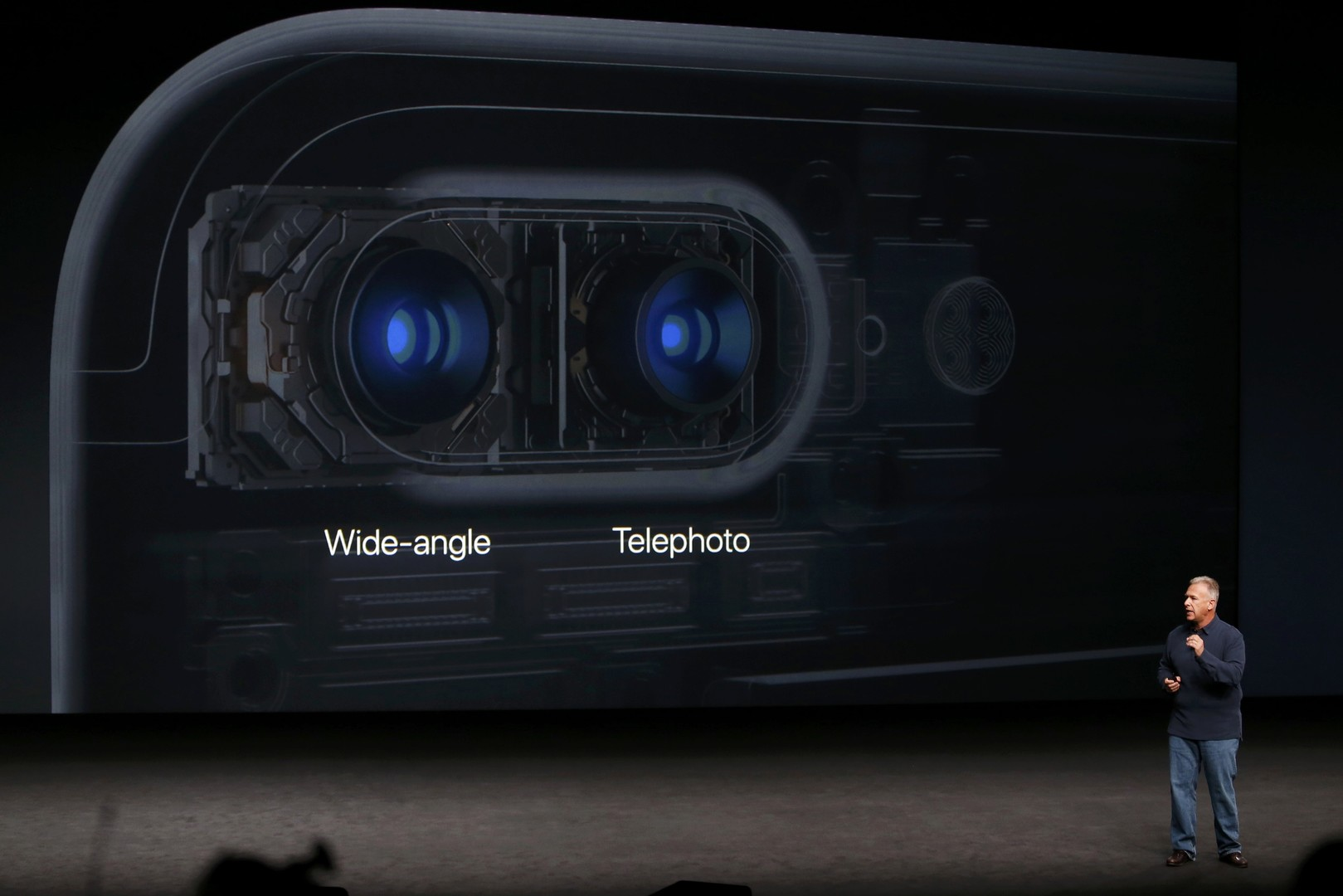 """هاتف """"آيفون7"""""""