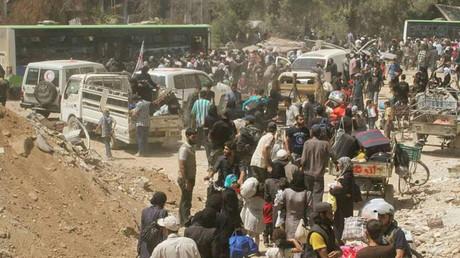 إخراج الأهالي من مدينة داريا بريف دمشق