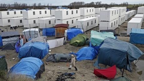 مخيم كاليه للمهاجرين في فرنسا