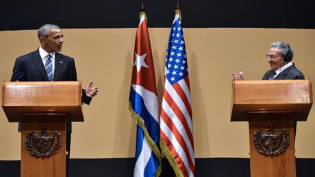 رئيس كوبا رؤول كاسترو ونظيره الأمريكي باراك أوباما