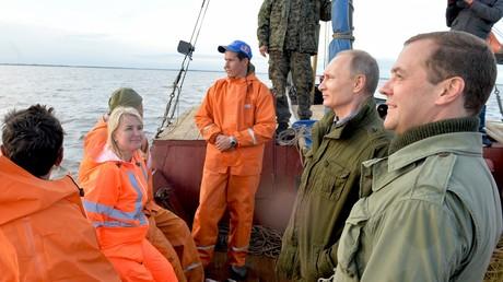 بوتين ومدفيديف يشاركان في رحلة صيد سمك