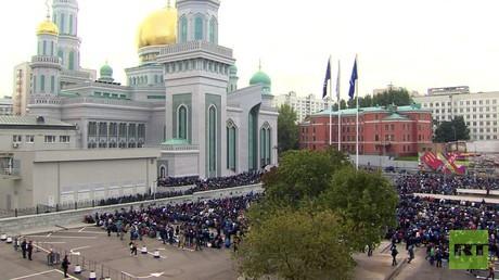 مسلمو روسيا والعالم يحتفلون بعيد الأضحى
