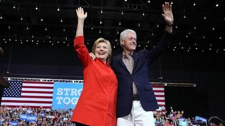 المرشحة الديمقراطية للانتخابات الرئاسية الأمريكية هيلاري كلينتون وزرجها بيل كلينتون