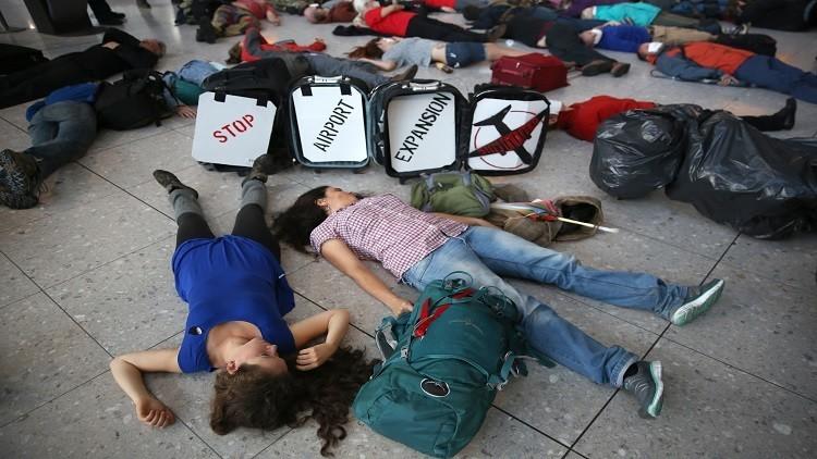 مظاهرة داخل مطار هيثرو احتجاجا على توسعته