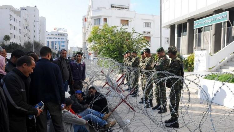 محتجون يغلقون أكبر مناجم الفوسفات في تونس