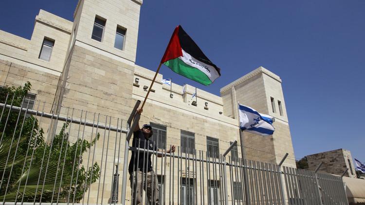 إسرائيل تتهم 6 فلسطينيين بالانتماء إلى