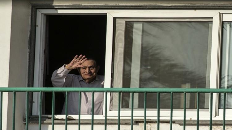 مبارك يفاجئ مؤيديه في ذكرى حرب أكتوبر