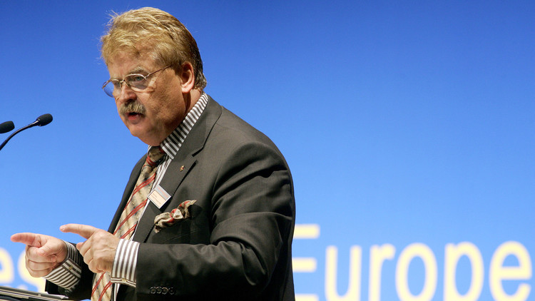 مسؤول العلاقات الخارجية في البرلمان الأوروبي يدعو إلى تشديد العقوبات ضد روسيا