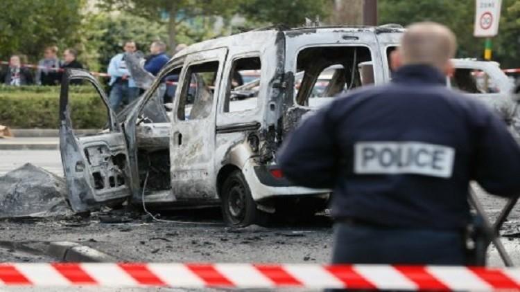 إصابة 4 عناصر من الشرطة الفرنسية بعد مهاجمة سيارتهم بزجاجات حارقة