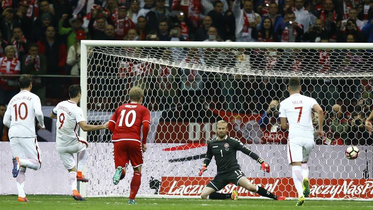 ليفاندوفسكي يقود بولندا للانتصار على الدنمارك