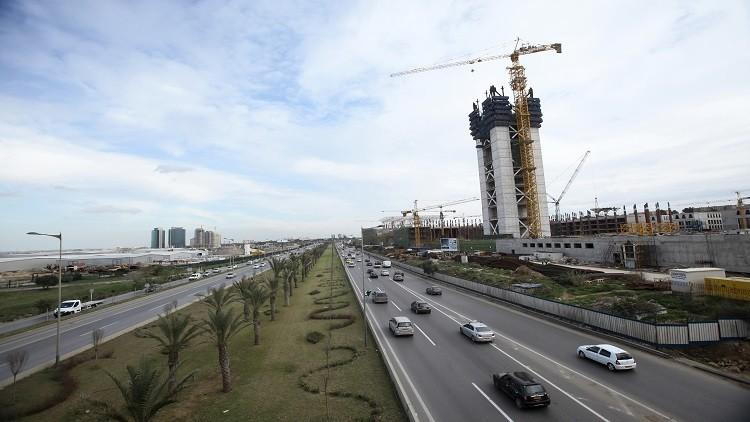 الجزائر.. النفط الرخيص يجمد مشروعا لبناء مساجد