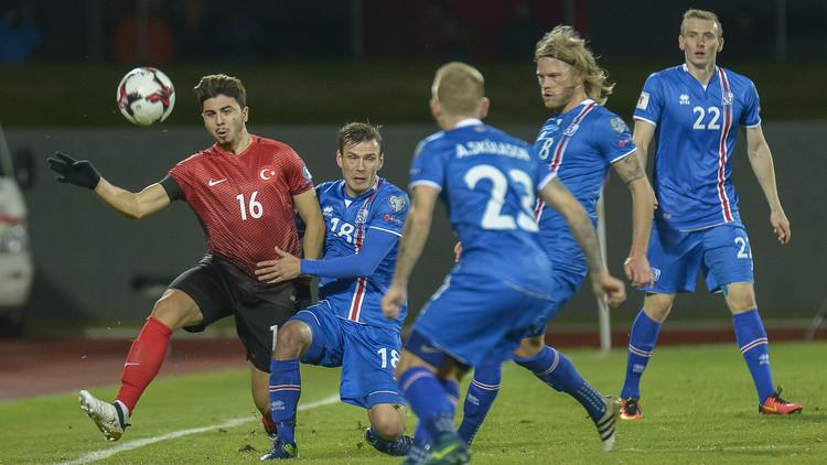 آيسلندا تواصل تألقها على حساب تركيا