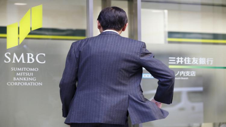 مسؤول ياباني يختلس أموالا ليرضي