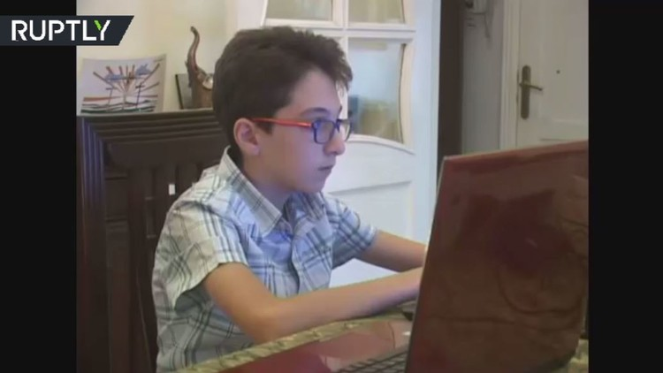 طفل حلبي  يخترع برمجيات في نظام الأندرويد!