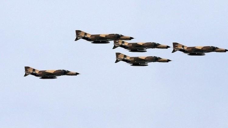 مناورات جوية إيرانية لاستعراض القدرات الدفاعية