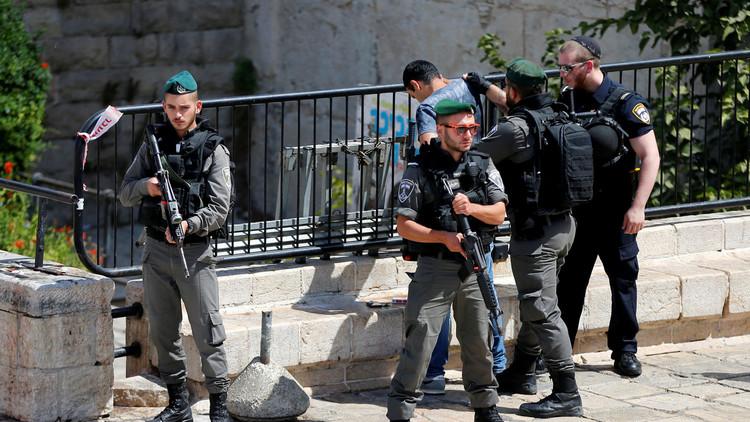 القوات الإسرائيلية تعتقل 10 مراهقين فلسطينيين