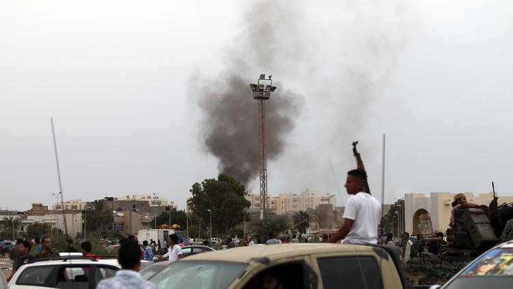 بنغازي بين القصف العشوائي والعالقين في قنفودة