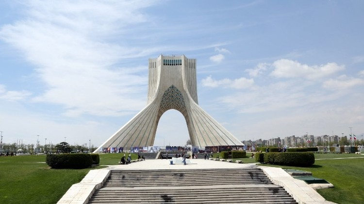 السجن 10 سنوات لرجل أعمال إيراني أمريكي ووالده