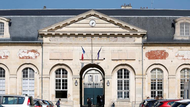 محكمة فرنسية ترفع حظر السفر عن فتاة مسلمة